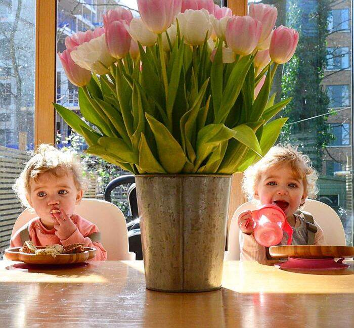 Papà di 4 bambine mostra che vuol dire fare il genitore