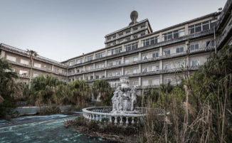 Fotografa scatta immagini incredibili all'interno del più grande hotel abbandonato del Giappone