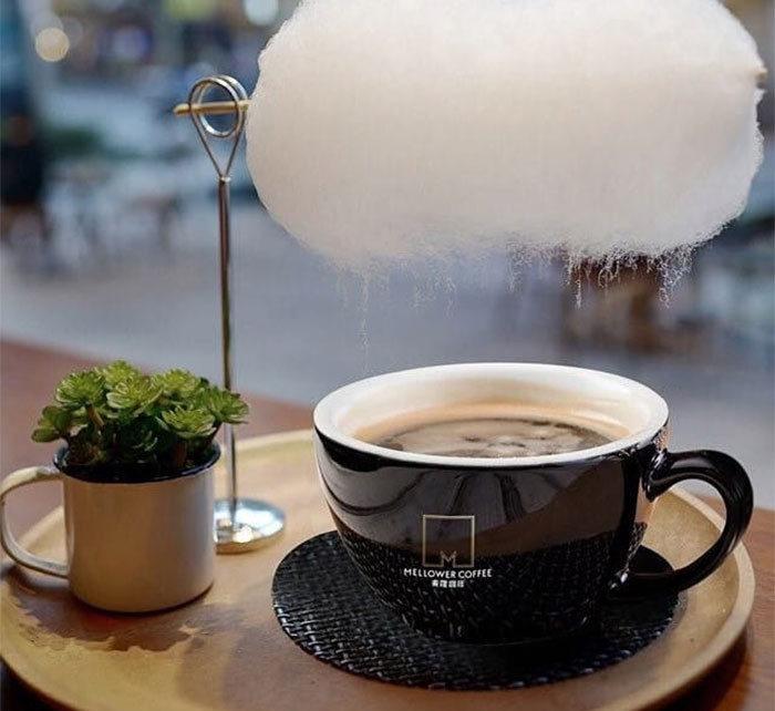 In questo caffè di Shanghai da una nuvola piove zucchero