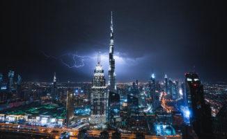 Incredibili foto di Dubai e Singapore in mezzo a tempeste di fulmini