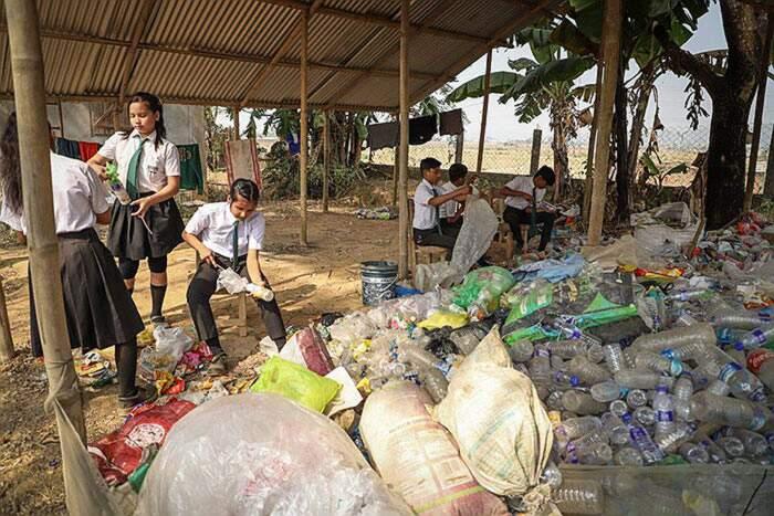 Scuola in India si fa pagare le rette scolastiche con rifiuti di plastica