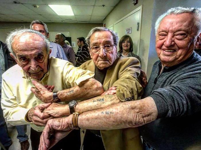 Sopravvissuti Olocausto Si Incontrano Oltre 70 Anni Dopo