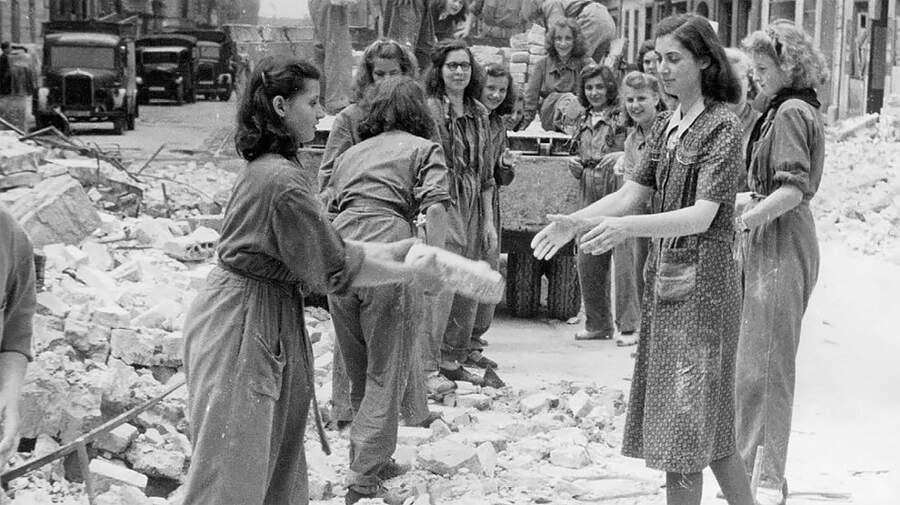 Trümmerfrauen: le donne delle macerie che ricostruirono la Germania dopo la Seconda Guerra Mondiale
