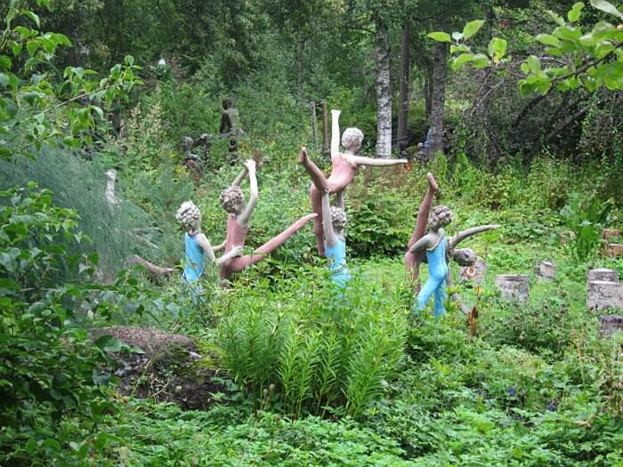 Parco di sculture di Veijo Rönkkönen, Parikkalan Patsaspuisto yoga park, Finlandia