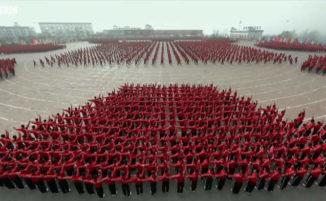 Incredibile video di un addestramento Shaolin Kung Fu sincronizzato visto da un satellite