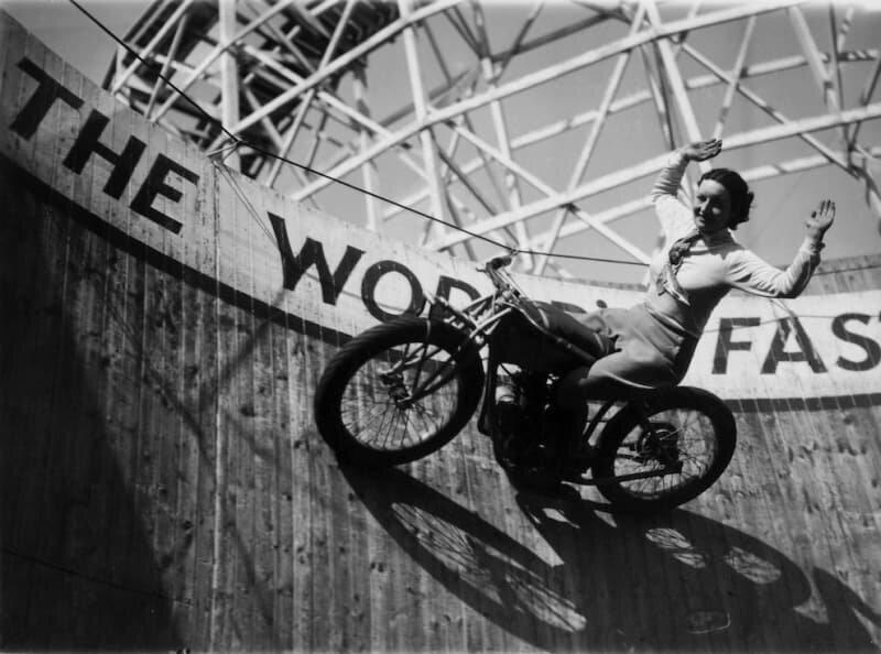 Donne motocicliste foto vintage