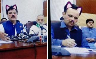 Funzionari governativi pakistani attivano accidentalmente il filtro con i gatti durante la diretta su Facebook