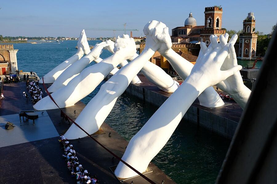 Building Bridges Lorenzo Quinn Venezia