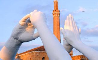Nuove mani monumentali di Lorenzo Quinn a Venezia, ma questa volta in segno di pace ed unità