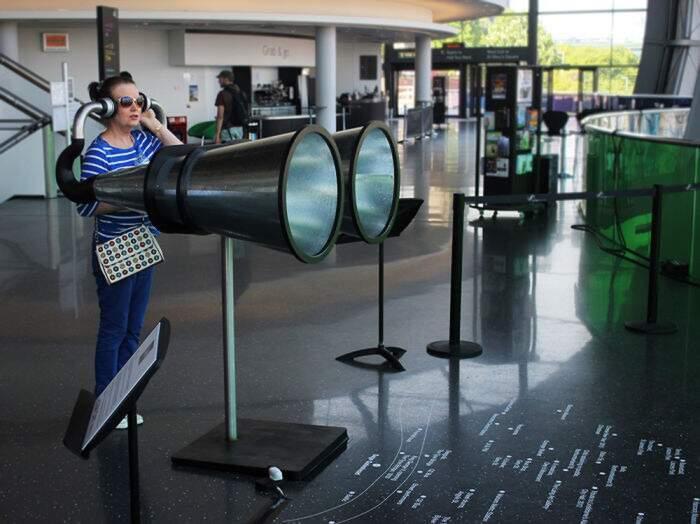 Occhiali periscopio per persone basse, Periscope One Foot Taller di Dominic Wilcox