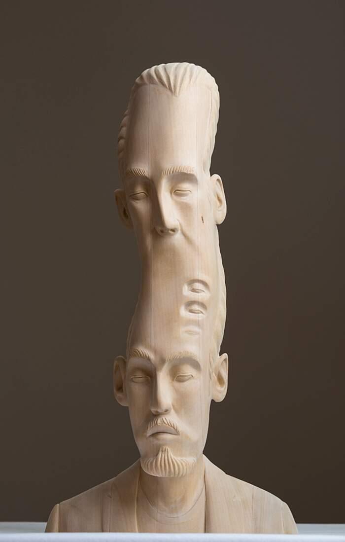 Sculture in legno distorte nel tempo e nello spazio dall'artista Paul Kaptein