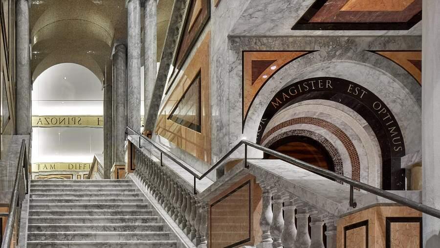 L'ultimo negozio Dolce & Gabbana a Roma è coperto da incredibili affreschi digitali