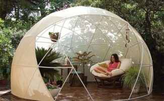 Amazon sta vendendo un igloo da giardino che puoi montare per il tuo angolo relax