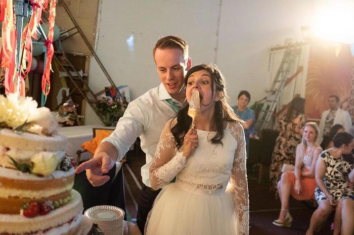 Ecco come sono davvero i matrimoni: fotografo britannico scatta foto di nozze davvero oneste