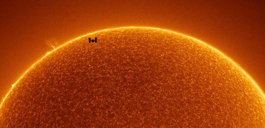 Foto ISS Che Passa Davanti Al Sole Nasa Rainee Colacurcio