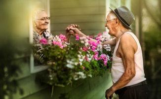 Cattura l'amore puro tra coppie di anziani e le immagini sono davvero toccanti
