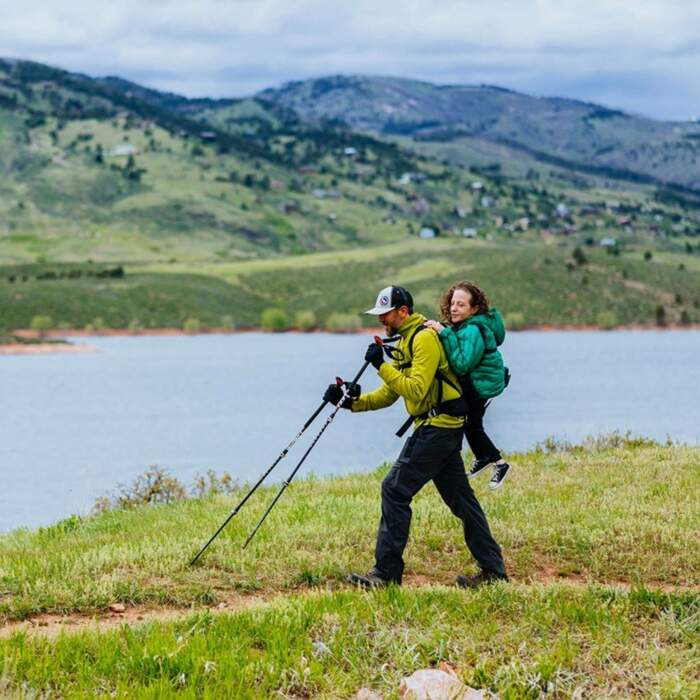 Lei non può camminare, lui è non vedente, fanno lavoro di squadra e scalano insieme le montagne