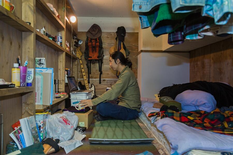 Persone Vivono In Minuscoli Scomparti Tokyo Won Kim