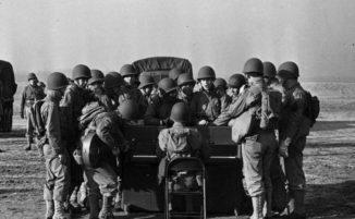 Quella volta in cui l'America lanciò pianoforti dagli aerei per le truppe nella Seconda Guerra Mondiale