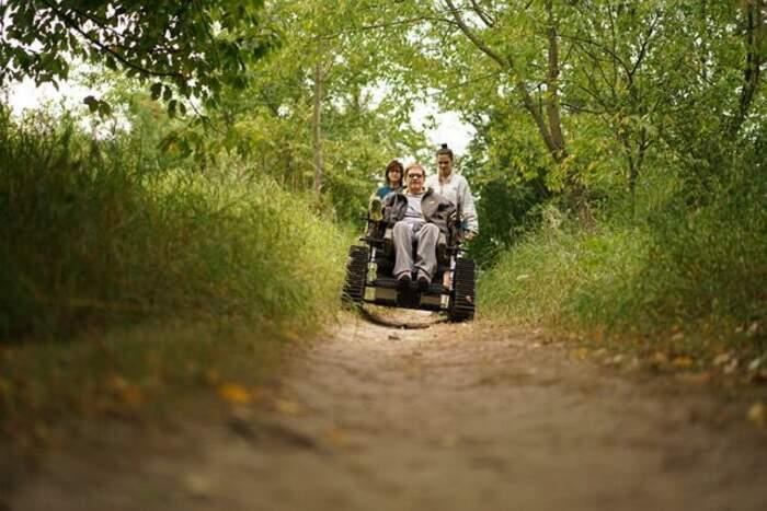Parco nazionale offre carrozzine fuoristrada ai disabili che vogliono godersi la natura