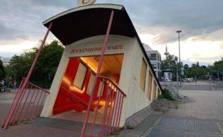 Questa strana stazione metro a Francoforte sembra un tram che si immerge nel sottosuolo