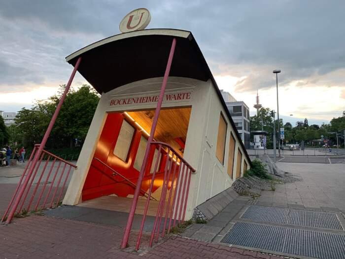 La stazione metro di Bockenheimer Warte, Francoforte