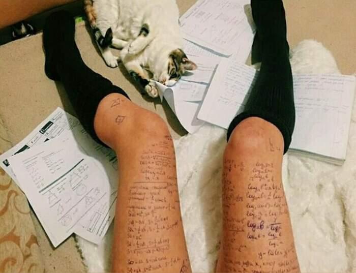 Trucchi delle studentesse in Russia per copiare agli esami