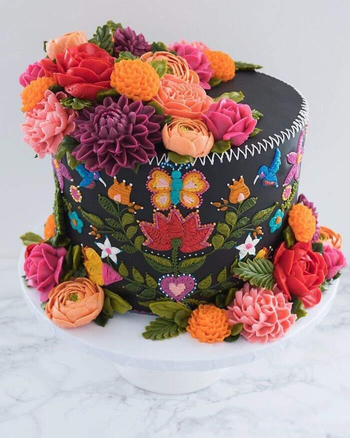 Torte che sembrano stoffe ricamate con ago e filo della cake artist Leslie Vigil