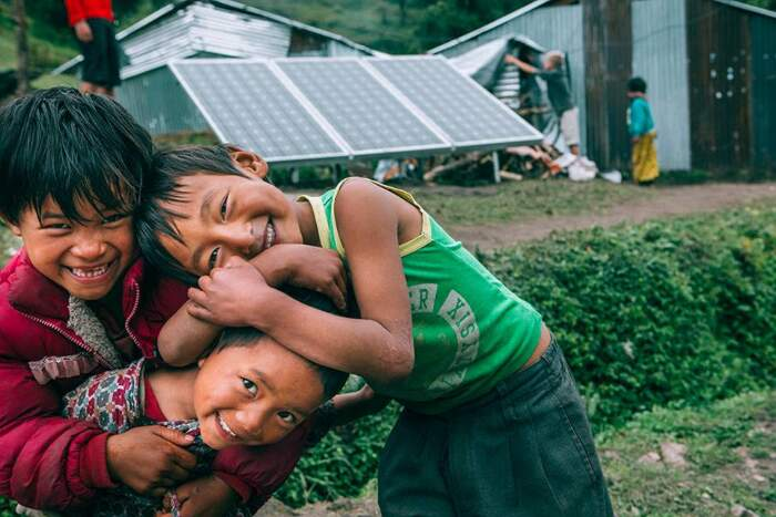 Il Kenya installa il primo impianto solare al mondo che trasforma l'acqua di mare in potabile
