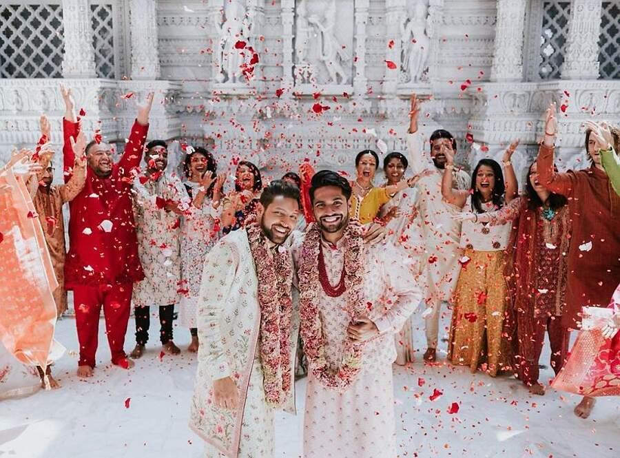 Coppia gay indiana si sposa in un tempio Indù con cerimonia religiosa