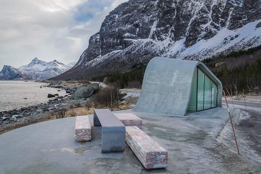 Bellissimo bagno pubblico nell'area di sosta dell'ureddplassen lungo Helgelandskysten, Norvegia
