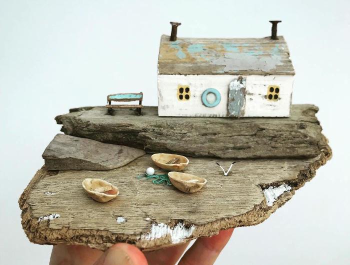 Artista dona nuova vita a pezzi di legno portati dal mare