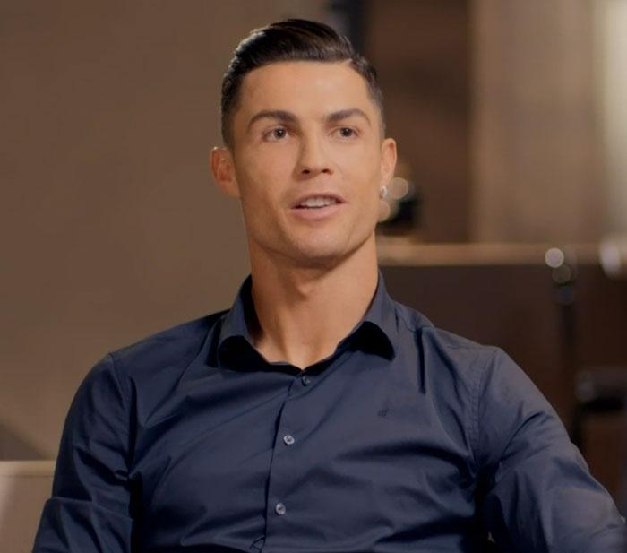 Cristiano Ronaldo svela la sua vita di bambino povero e cerca la commessa McDonald's che lo sfamava