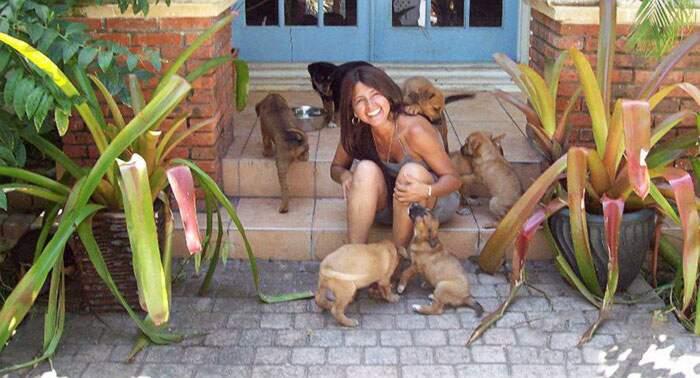 Donna salva 97 cani dall'uragano Dorian portandoseli a casa