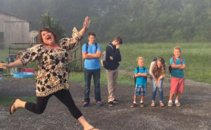 """Quando i figli tornano a scuola: mamme e papà postano le foto della loro """"disperazione"""""""