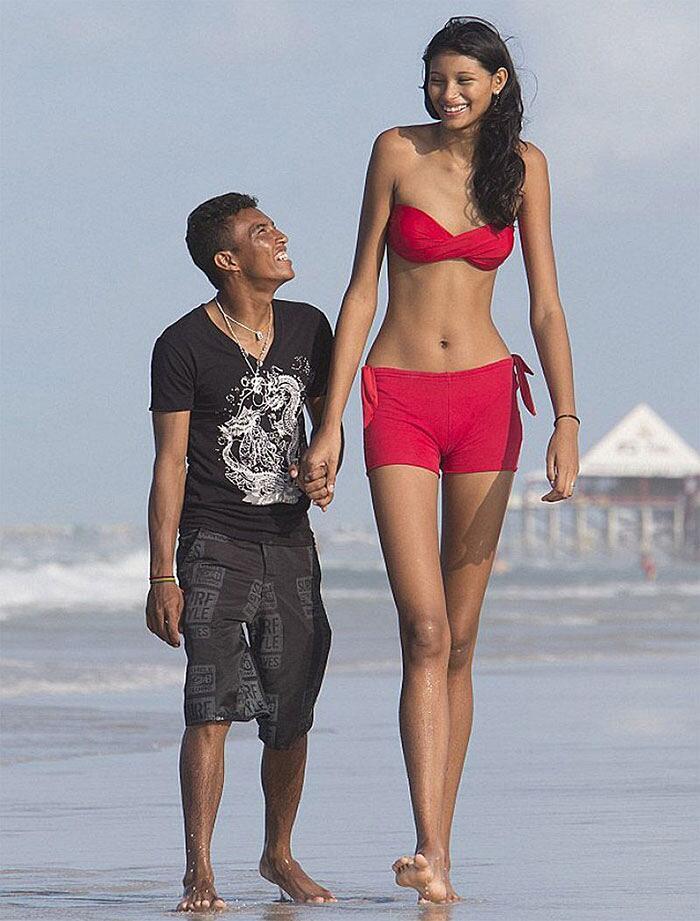 Foto divertenti persone alte e persone basse