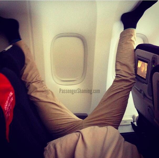 Foto passeggeri aereo maleducati Passenger Shaming