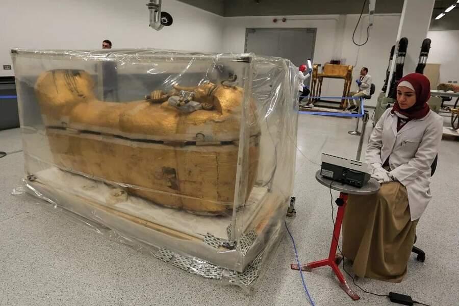 Restauro sarcofago Tutankhamon