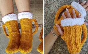 Questi calzini e guanti a forma di boccale di birra fatti a mano provano che l'alcol scalda