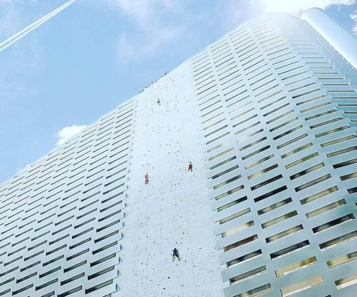 A Copenhagen centrale trasforma rifiuti in energia e fa anche da pista di sci e parete da arrampicata, Copenhill