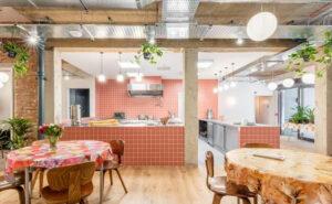 Un supermercato abbandonato a Londra diventa un rifugio per senzatetto