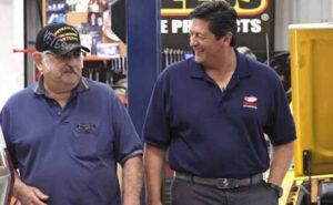 Imprenditore paga il mutuo al suo operaio che ora può andare finalmente in pensione