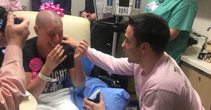 Dopo che le diagnosticano il cancro lascia il fidanzato, ma lui le chiede di sposarlo