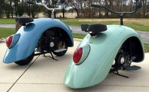 I parafanghi di un Maggiolino Volkswagen diventano dei piccoli scooter