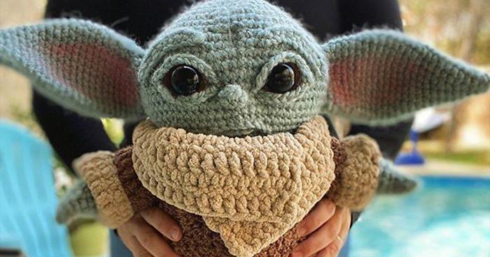 Un Baby Yoda all'uncinetto che puoi fare a casa