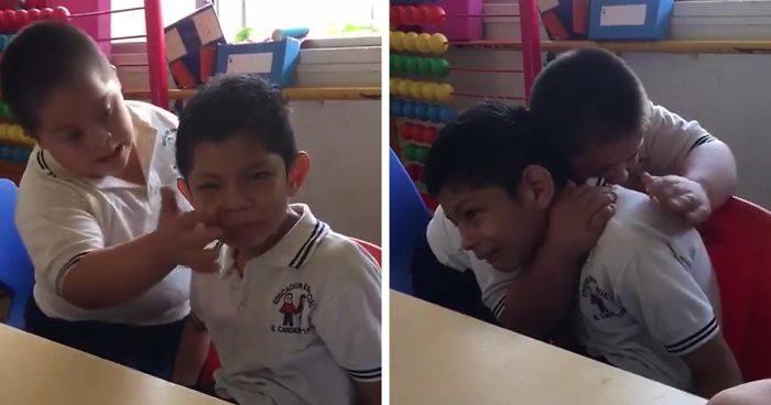 Bambino con sindrome di Down consola compagno di classe con autismo e il video diventa virale