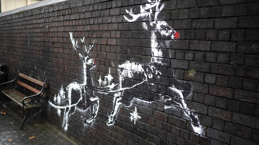 L'opera natalizia di Banksy sui senzatetto, vandalizzata