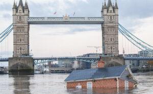 Una casa che affonda nel Tamigi mostra la realtà dei cambiamenti climatici