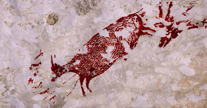Pittura rupestre scoperta in Indonesia, la scena di caccia più antica mai ritrovata