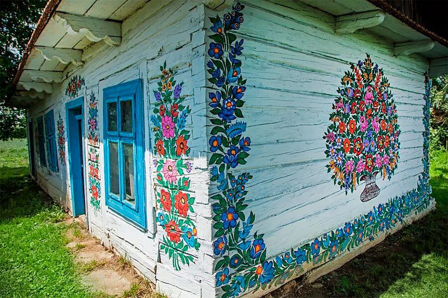 Case dipinte con motivi tradizionali Polonia
